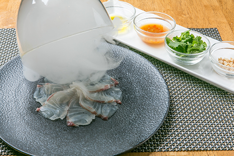 築地直送本日の鮮魚のオリジナル瞬間燻製カルパッチョ